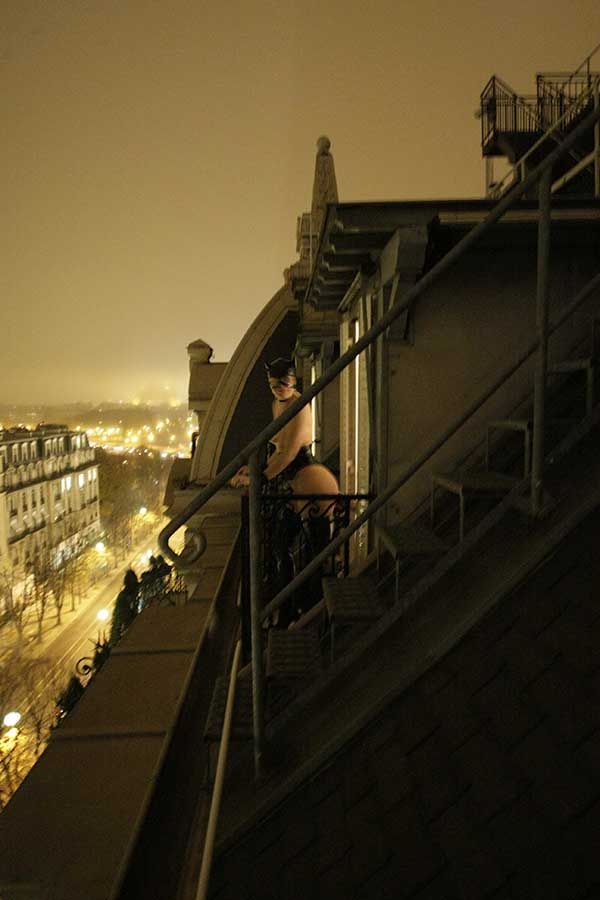 Petra sur les toits de Paris