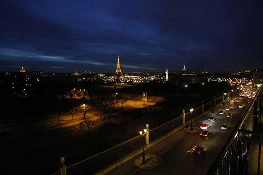 Le soir tombe sur Paris